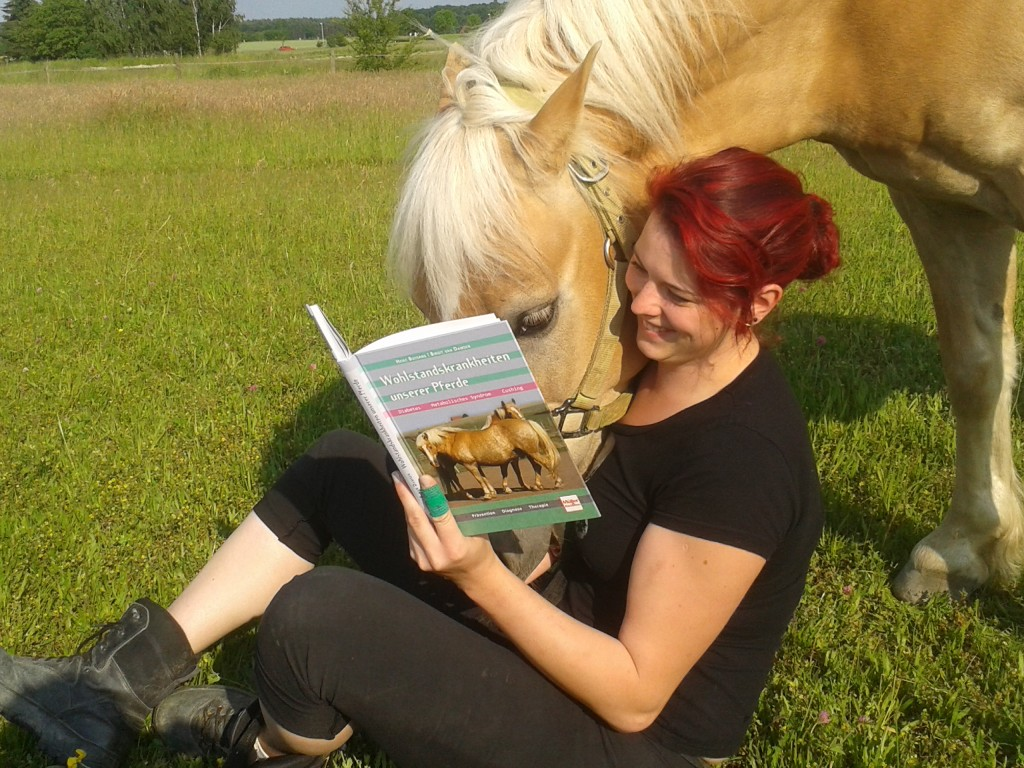 Mir hat dieses Buch nach der EMS Diagnose meines Pferdes sehr geholfen, Pferdekrankheiten besser zu verstehen.