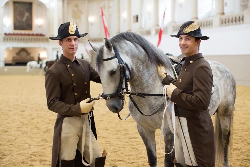 Bereiter und Pferd bei der Morgenarbeit. Foto: Spanische Hofreitschule_Julie Brass