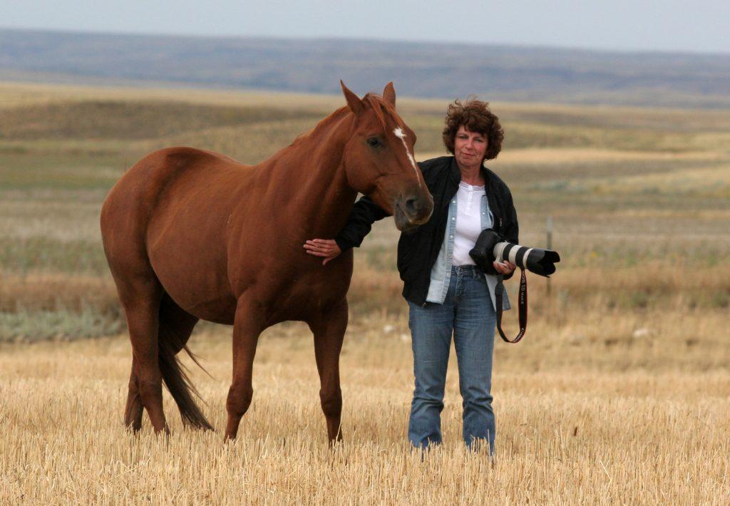 Gabriele Kärcher mit Pferd und Foto