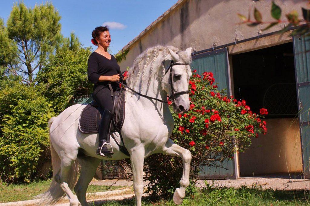 Magali Delgado auf Pferd