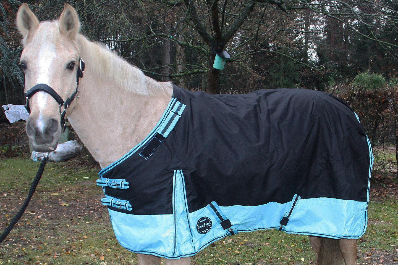 Outdoordecke Luzern 250 g Füllung auf dem Pferd