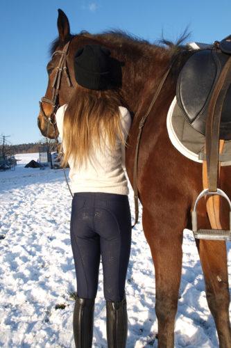Mädchen mit Pferd